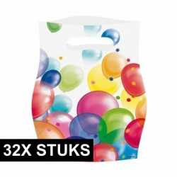 32x feestzakjes ballonnenopdruk plastic 16x23cm