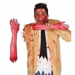 Afgehakte arm bloed 44