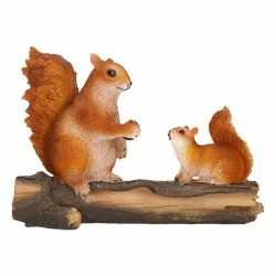 Beeldje eekhoorns op boomstam 24 bij 10 bij 18