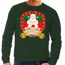 Foute kersttrui groen santa is almost coming heren