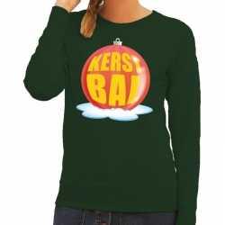Foute kersttrui kerstbal rood op groene sweater dames