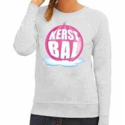 Foute kersttrui kerstbal roze op grijze sweater dames
