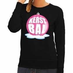 Foute kersttrui kerstbal roze op zwarte sweater dames
