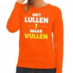 Niet lullen maar vullen tekst sweater oranje dames