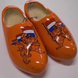 Oranje houten klompen leeuw