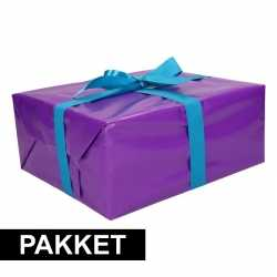 Paars inpakpapier pakket blauw lint plakband