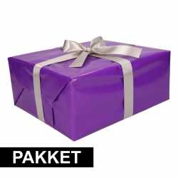 Paars inpakpapier pakket zilver lint plakband