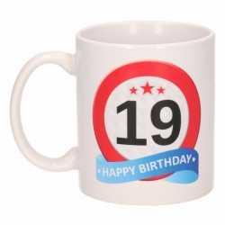 Verjaardag 19 jaar verkeersbord mok / beker