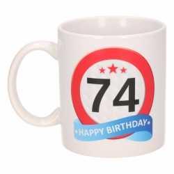 Verjaardag 74 jaar verkeersbord mok / beker