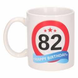 Verjaardag 82 jaar verkeersbord mok / beker