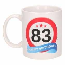 Verjaardag 83 jaar verkeersbord mok / beker