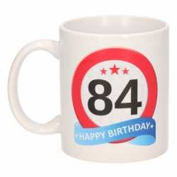 Verjaardag 84 jaar verkeersbord mok / beker