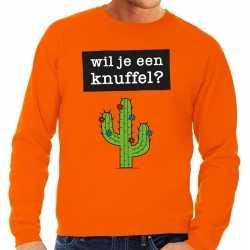 Wil je een knuffel tekst sweater oranje heren