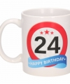 Verjaardag 24 jaar verkeersbord mok beker