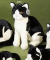 Zittende kat knuffel zwart wit 30cm